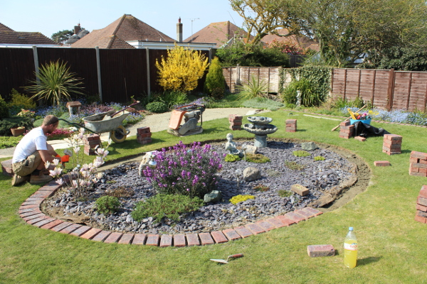 kidney shaped flower bed slate chippings rustington BN162EH