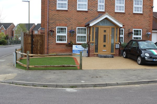 resin bound driveway with chestnut rail fence columbine road rustinton BN176UX 16 2548
